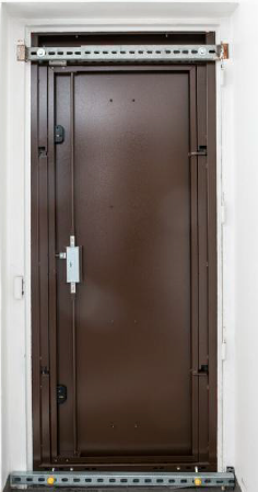 Sistema di fissaggio per VPS porta e porte speciali in acciaio